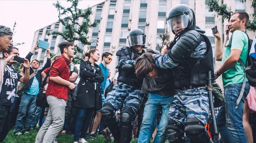 Что делать при задержаниях намитинге: инструкция правозащиты «Открытой России»