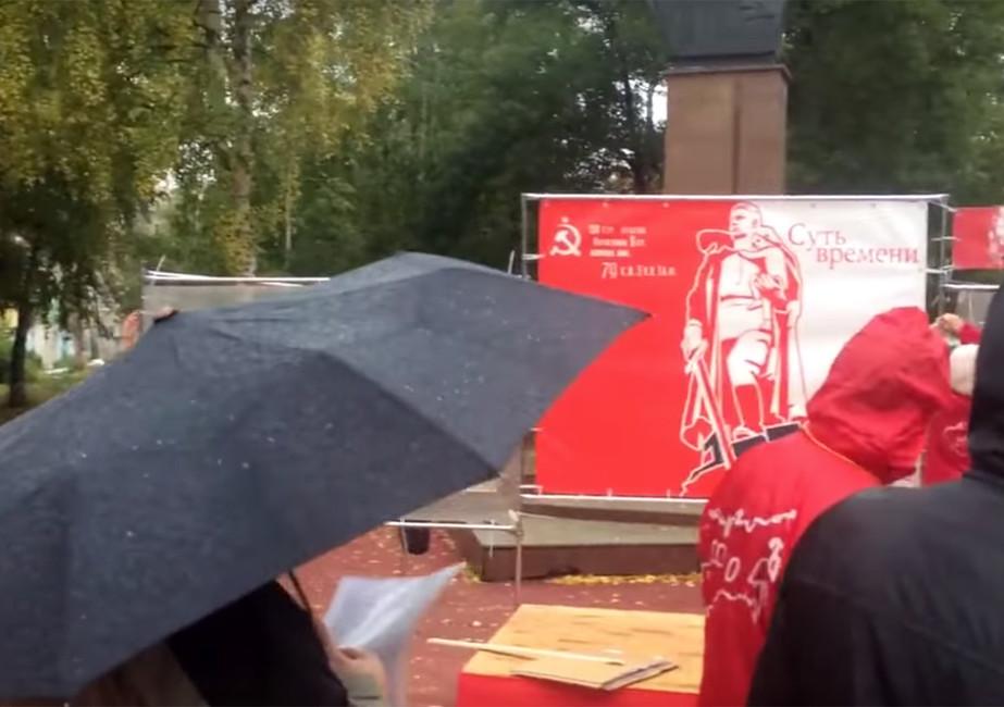 ВСамаре пикетчики спели про «Красного командира», протестуя против установки памятника белочехам