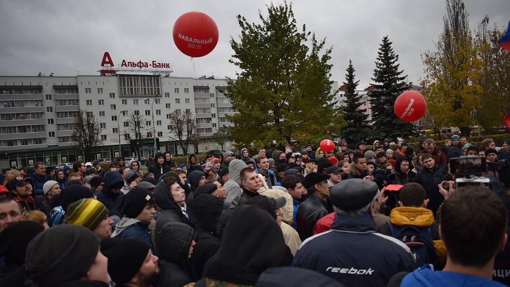 «Это подвал Путина». Как молодогвардейцы непустили сторонников Навального насвой митинг