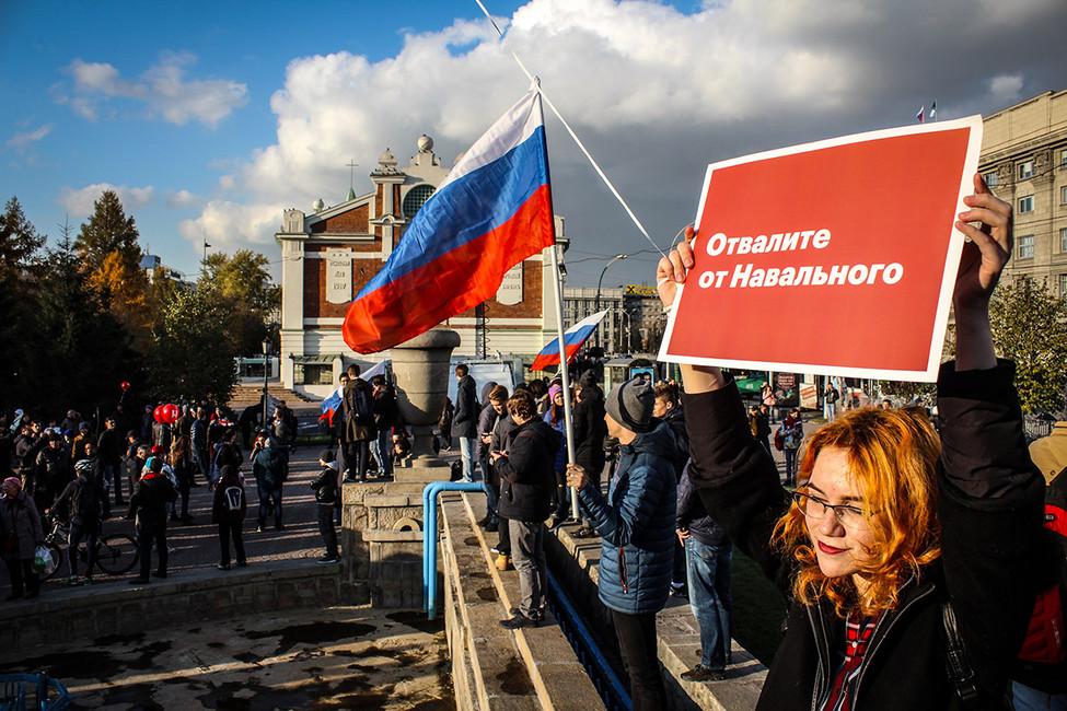«Пора менять лысую резину». Как вНовосибирске прошли митинг ишествие вподдержку Навального