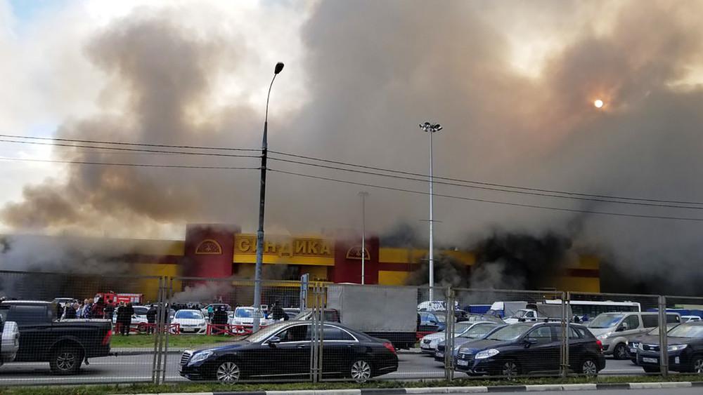 Врайоне МКАД загорелся строительный рынок