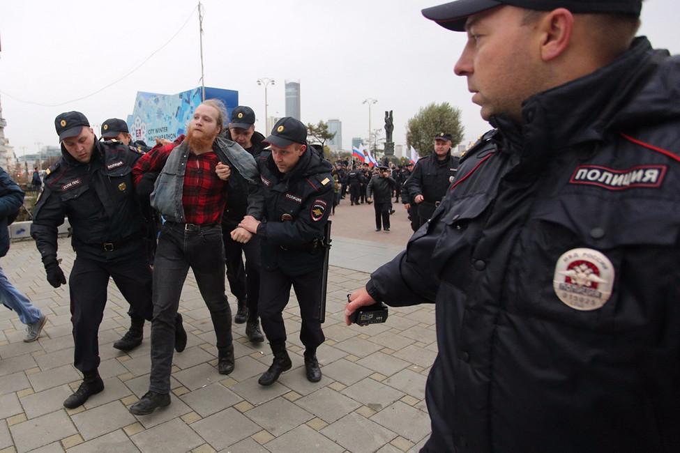 Активисты-семинаристы, точечные задержания иРойзман: как прошла акция 7октября вЕкатеринбурге