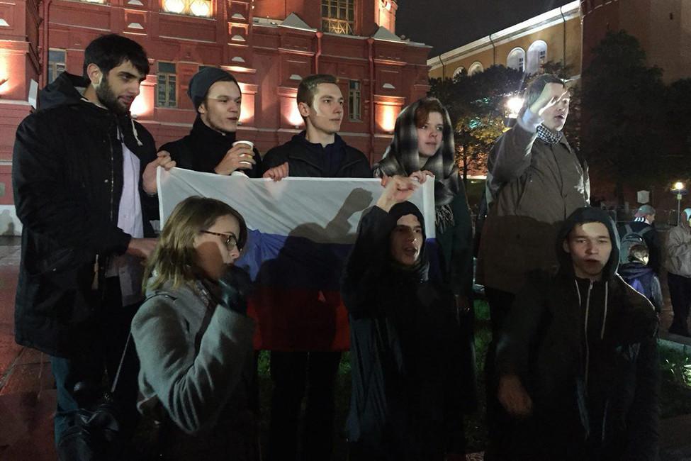 Сторонники Алексея Навального наМанежной площади. Фото: Открытая Россия