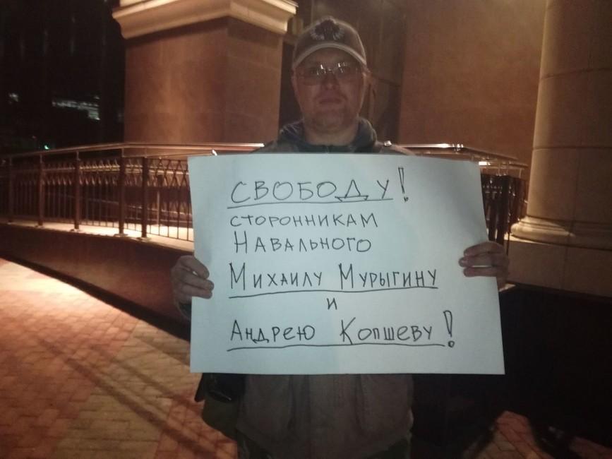 Одиночный пикет заосвобождение координатора иволонтера штаба Навального. Фото: «Команда Навального| Саратов»
