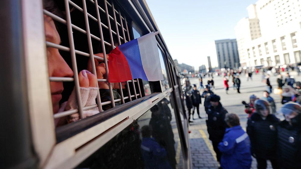 «Никакого адвоката тынеувидишь!» Избитых полицией подростков заставляют признаться всимпатиях Навальному
