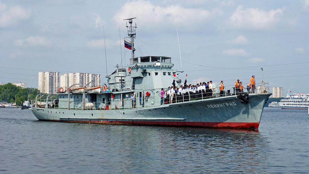 «Флот, как пятая нога»: столичная мэрия отбирает удетей корабли