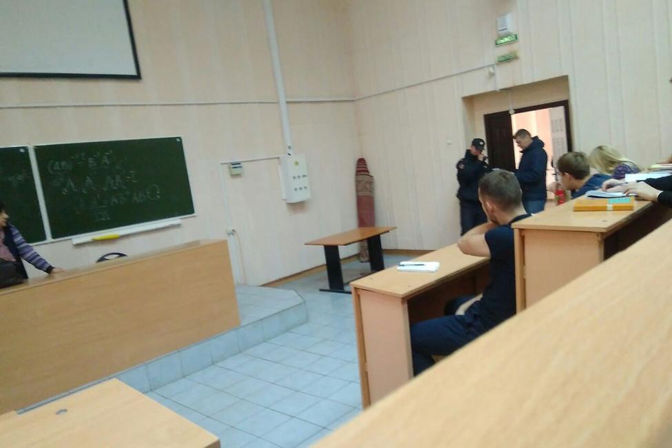 Полиция задержала волонтера штаба Навального налекции вНовосибирском университете