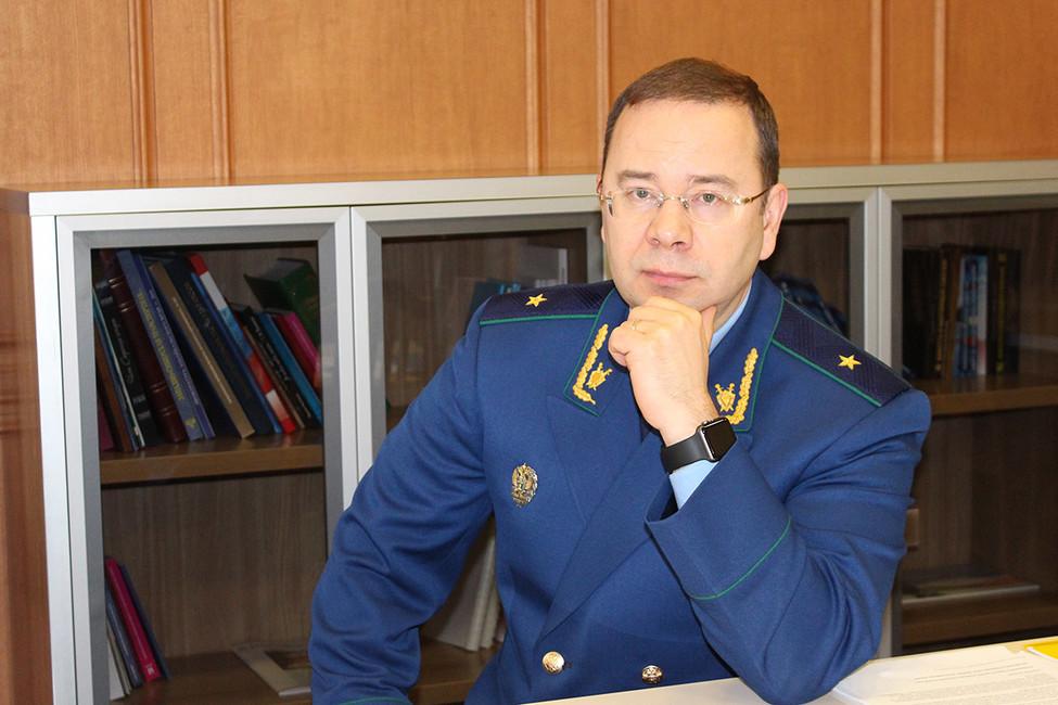 Прокуратура Хакасии проверит сообщения озвонках отимени прокурора спросьбой принести коньяк иконфеты
