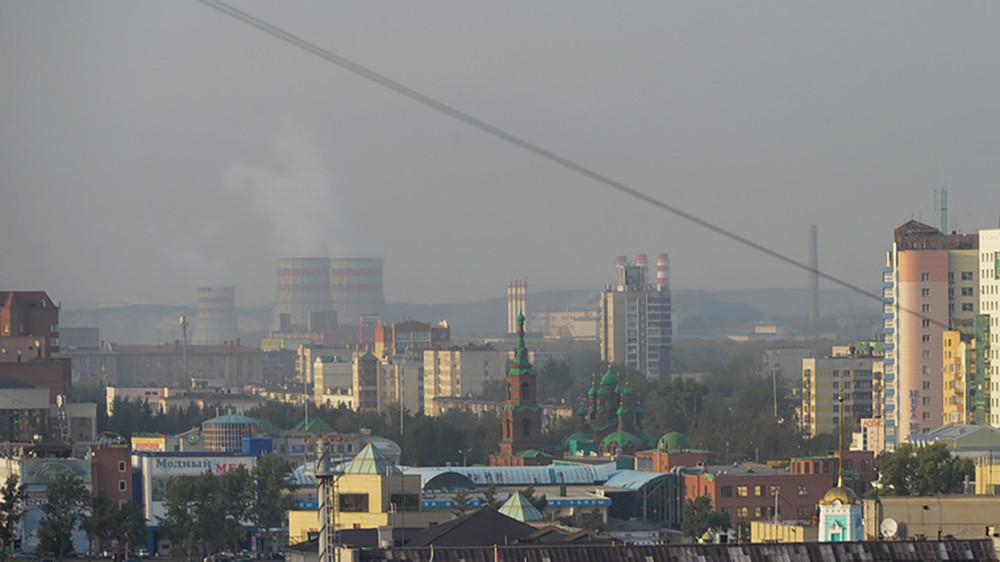 Тошнота, одышка ифутбол впротивогазах: смог над Челябинском стоит вторую неделю