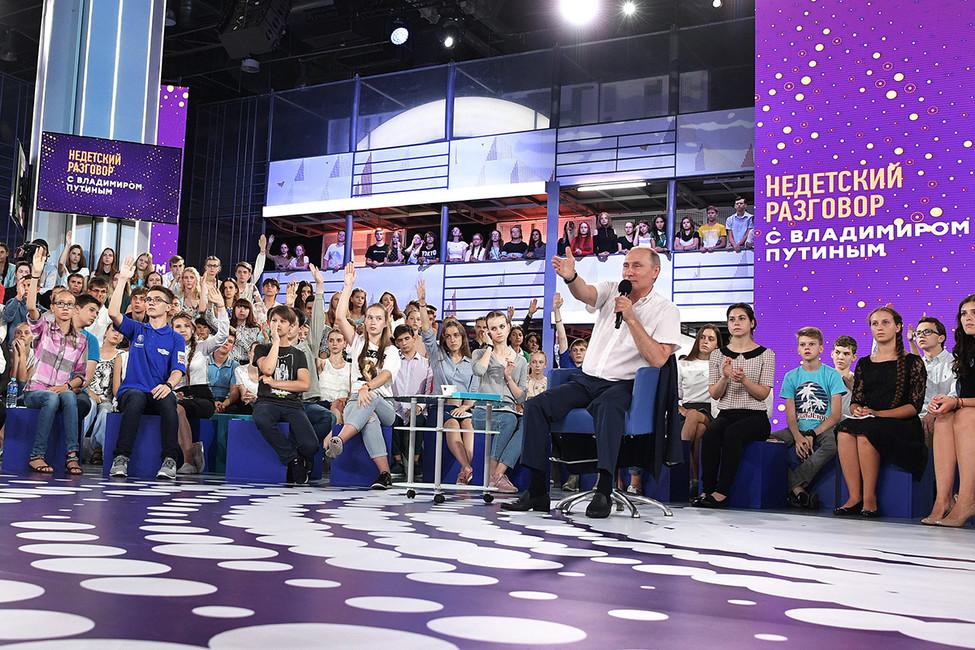 Владимир Путин вовремя посещения образовательного центра «Сириус». Фото: Алексей Никольский/ пресс-служба президента РФ/ ТАСС