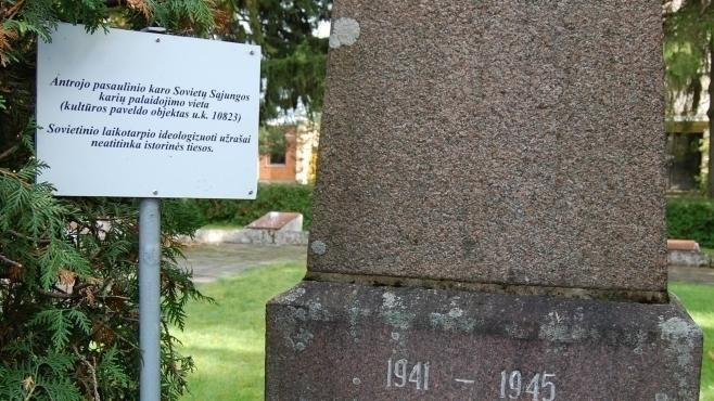 Усоветских мемориалов вЛитве установили таблички о«несоответствии исторической правде»