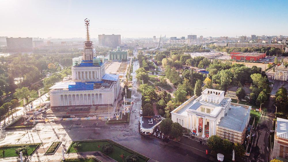 Нареставрацию ВДНХ потратят 3,3 млрд рублей. Вней примет участие фирма, которая фигурировала вделе охищениях при реставрации
