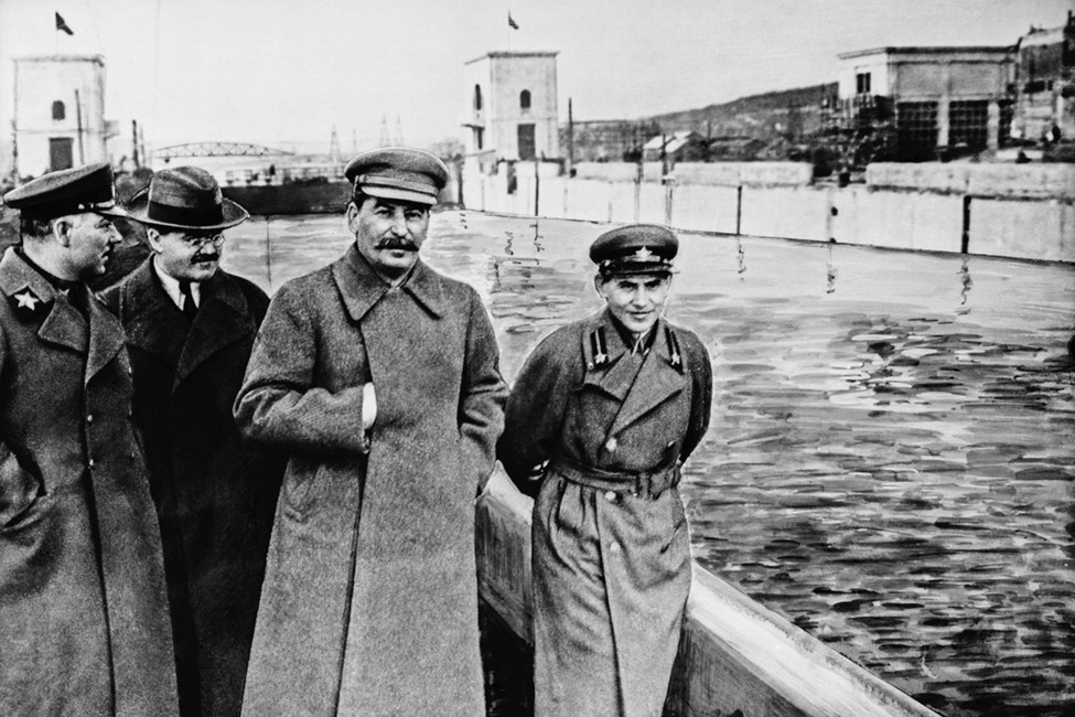 Климент Ворошилов, Вячеслав Молотов, Иосиф Сталин иНиколай Ежов (слева направо), 1937год. Фотохроника ТАСС