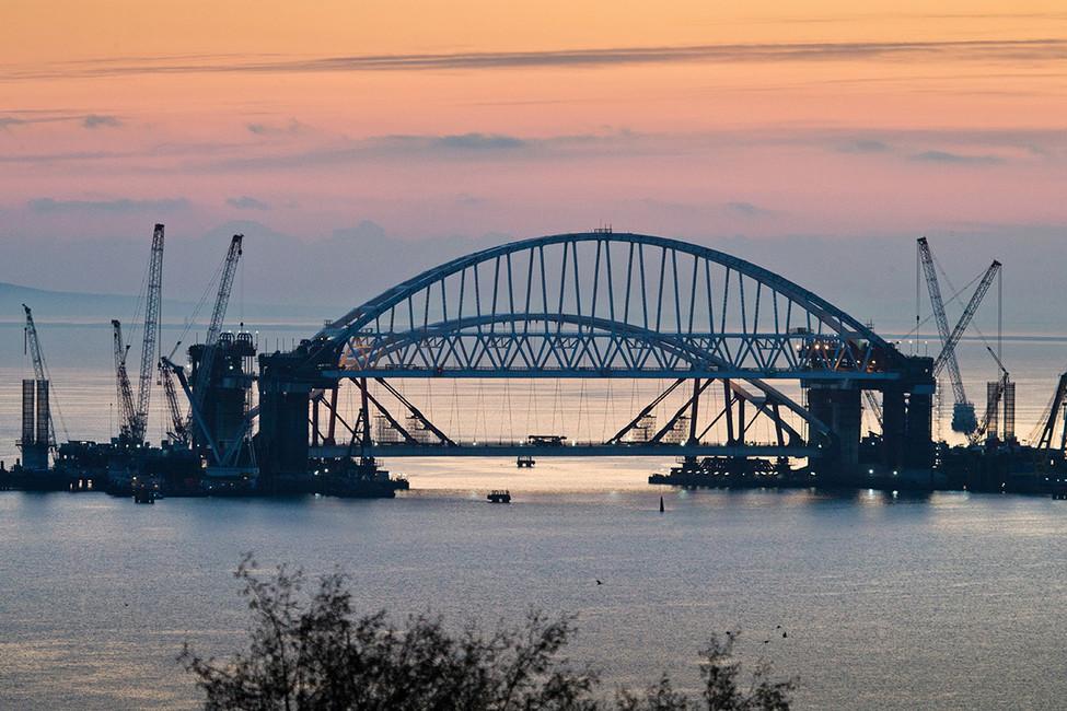 «Наши деды построили БАМ— мыпостроим мост». Как изКерченского моста делают «стройку века», ипочему онейнестанет