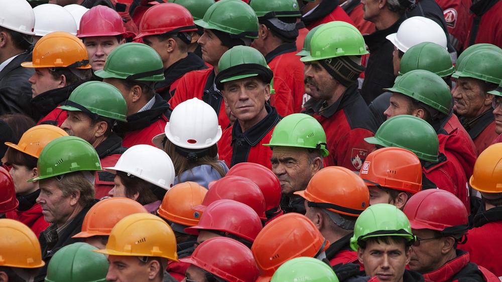 Аналитический центр при правительстве: более 12млн работающих россиян живут зачертой бедности