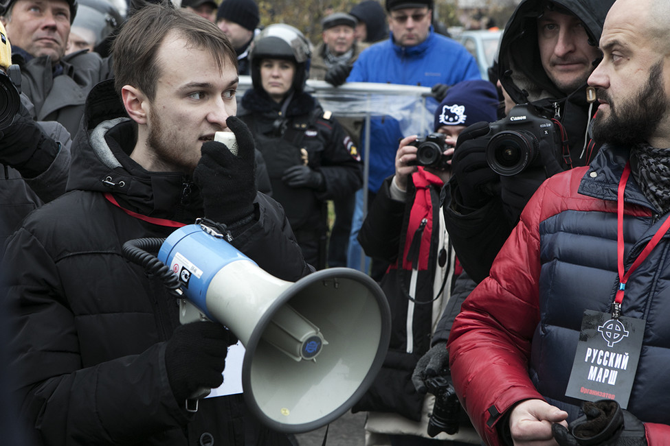 Владимир Ратников (крайний слева) иРоман Ковалев (крайний справа) вовремя «Русского марша». Фото: Открытая Россия