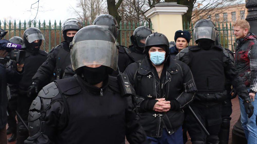 ВМоскве иСанкт-Петербурге начались задержания из-за акции 5ноября. Хроника