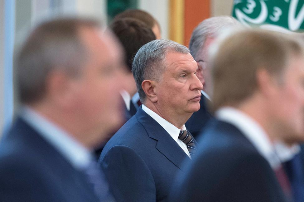 Суд вызвал Сечина напроцесс поделу Улюкаева