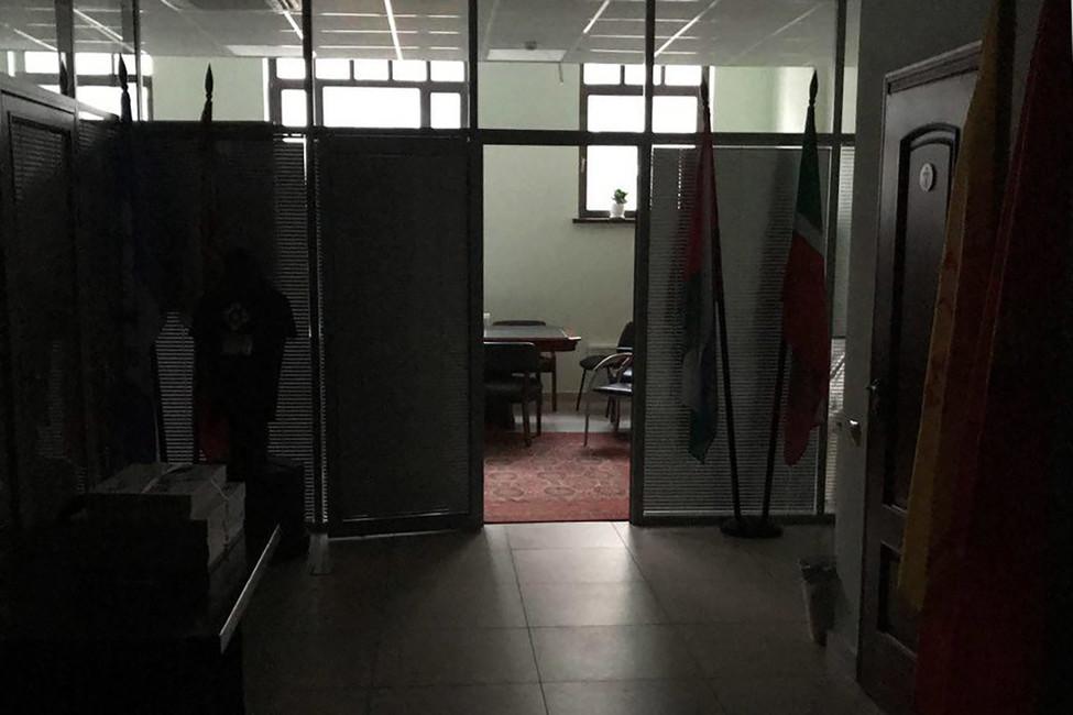 Восемь мужчин вкожаных куртках отключили свет вофисе движения «Открытая Россия»