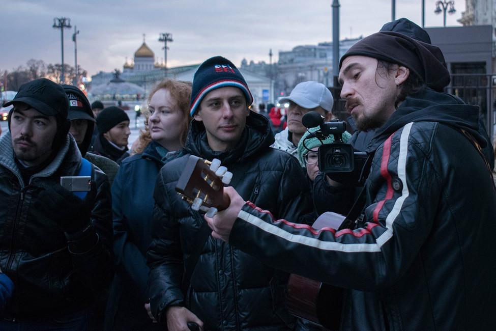 Игорь Тальков (крайний справа) возле Госдумы, 12ноября 2017года. Фото: личная страница Вконтакте