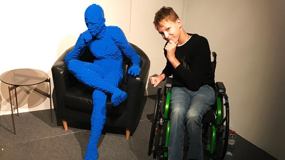 «Заправами звони Навальному». 15-летнего инвалида выгнали изкафе, так как он«непонравился» персоналу