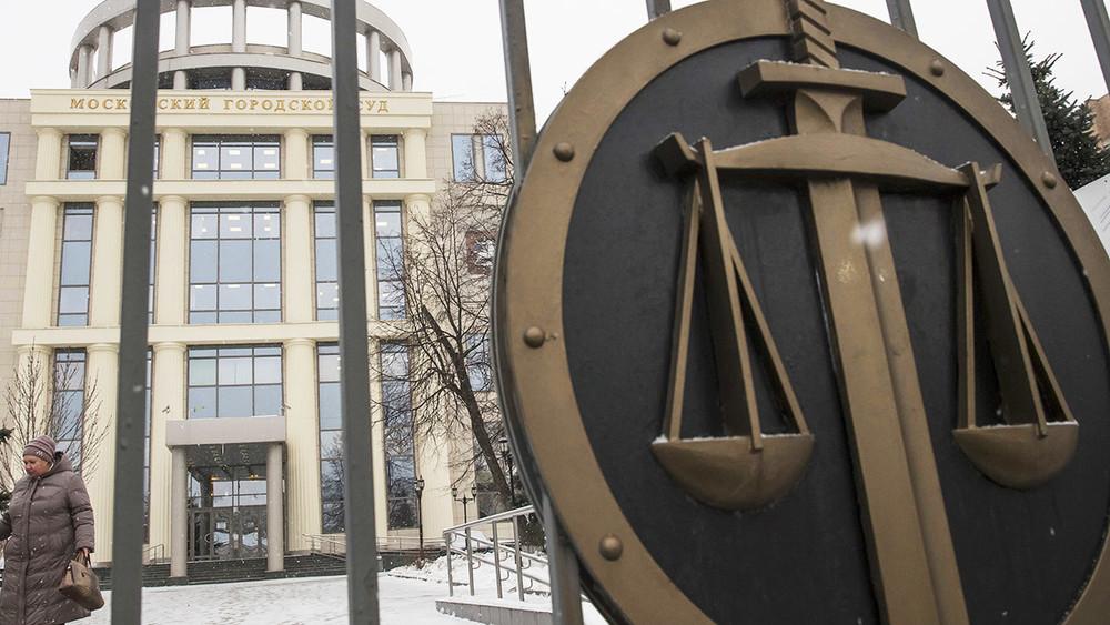 Шестеро обвиняемых вхулиганстве вскрыли себе вены назаседании Мосгорсуда