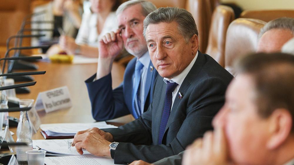 Сенатор Лукин идети. Главный строительный подрядчик Воронежской области контролируется семьей члена Совета Федерации