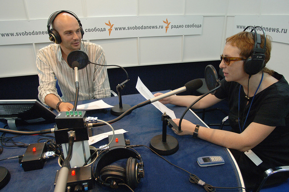 Ведущие радиостанции «Свобода» вовремя прямого эфира, 2006год. Фото: Юрий Машков/ ТАСС