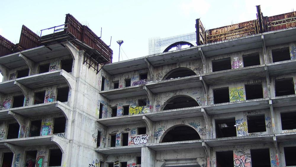 «Вы— владельцы одних стройматериалов»: обманутые дольщики 19лет ждут окончания строительства