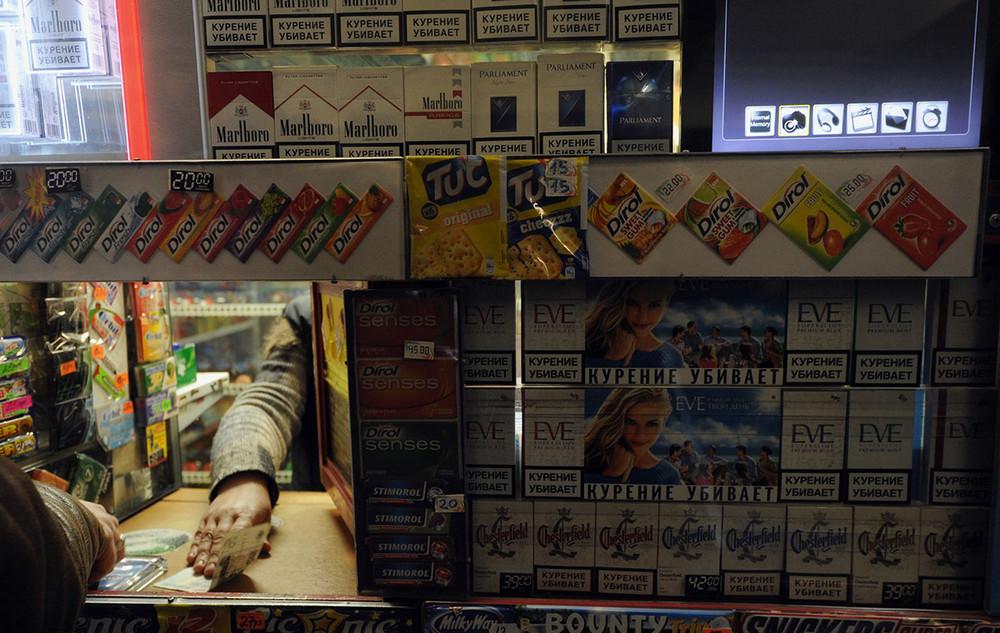 Милонов пожаловался вМВД наторговлю «товарами для наркоманов» устен Госдумы