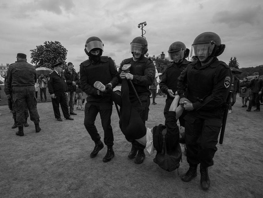 Задержание Дмитрия. Фото предоставлено Дмитрием Мякшиным<br />