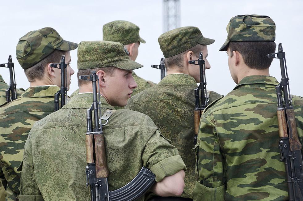Русский майор раздел срочников иустроил конкурс налучшие половые органы