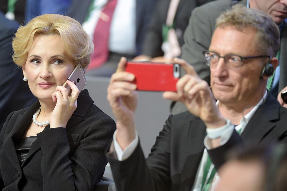 Телефонные сети российских топ-менеджеров попросили исключить из«закона Яровой»