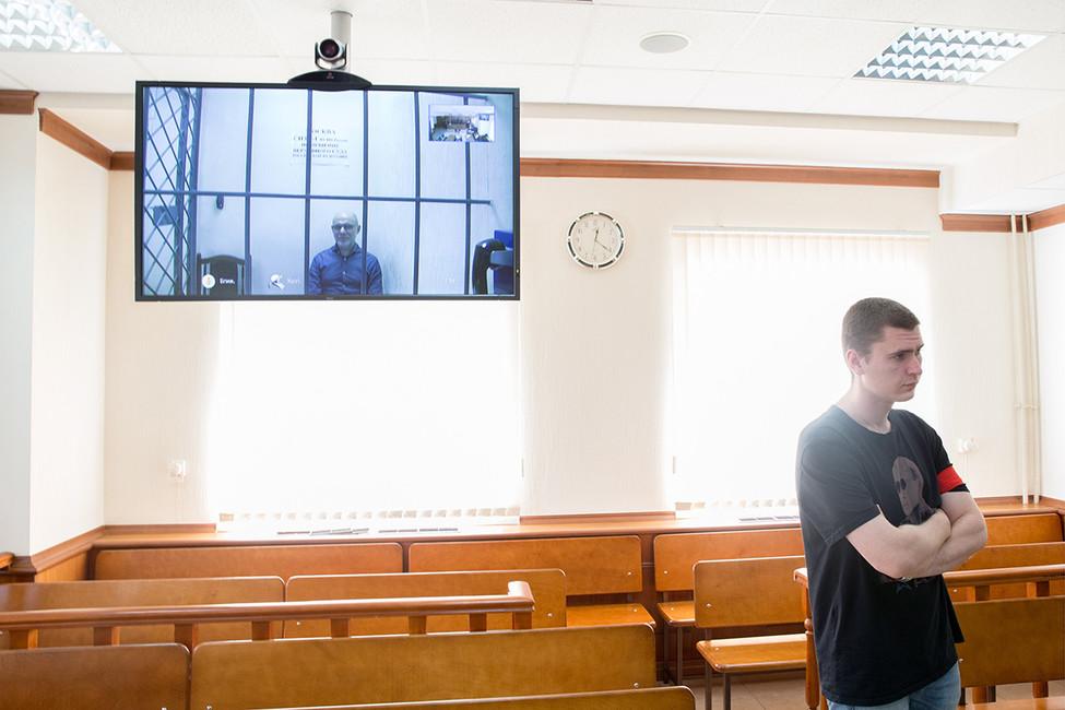 Алексей Малобродский (повидеосвязи изСИЗО). Фото: Сергей Бобылев/ ТАСС