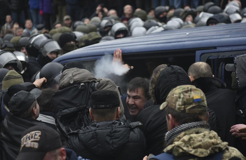 Попытка задержания Михаила Саакашвили, 5декабря 2017года. Фото: Oleh Tereshchenko/ Reuters