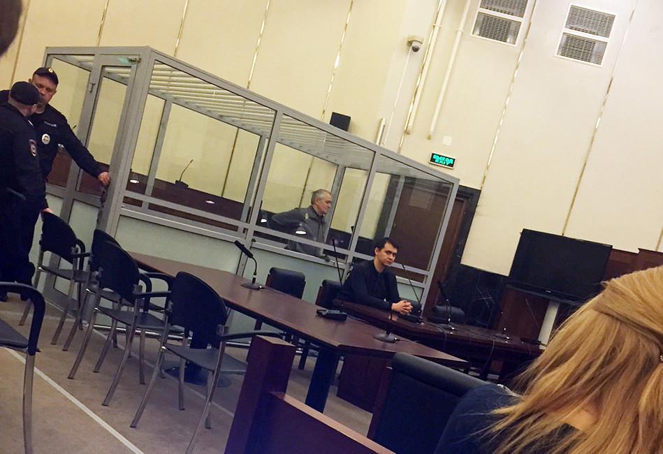 Петр Парпулов вздании суда. Источник: russkiychat.com