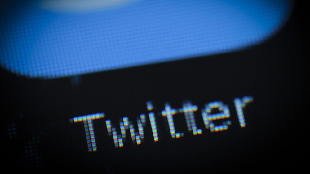 Роскомнадзор сообщил, что угрозы блокировки Twitter иYouTube из-за Открытой России пока нет