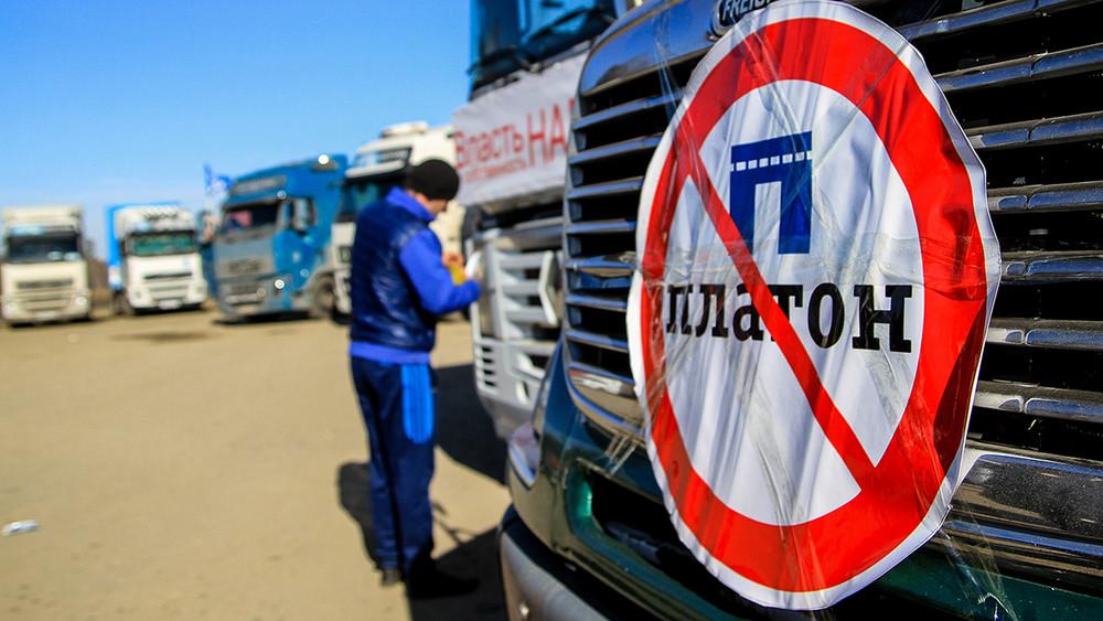 Дальнобойщики начали новую забастовку против «Платона»