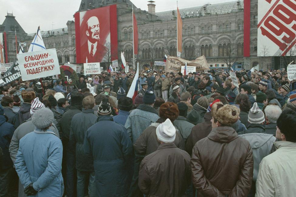 «Альтернативная» манифестация 7ноября 1991года. Фото: Соколов Дмитрий/ Фотохроника ТАСС